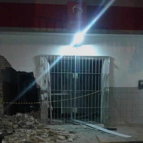 Trio explode caixa desativado do Bradesco no Norte do Piauí