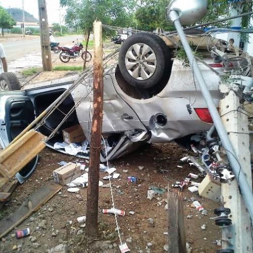 Motorista capota carro na estrada que liga Picos a Bocaina; Veja fotos!