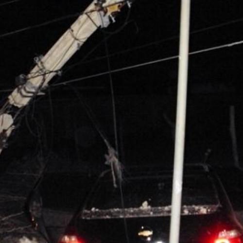 Veiculo colide com poste e deixa bairro de Picos sem energia