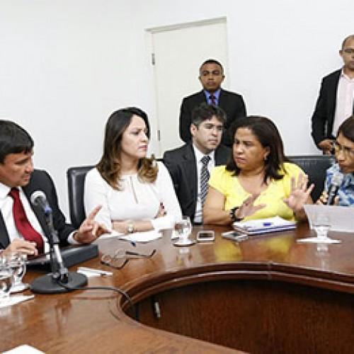 Governador consultará TCE para reajustar piso dos professores e mínimo