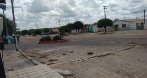 SÃO JULIÃO |  Homens encapuzados assaltam e atiram em morador no povoado Mandacaru