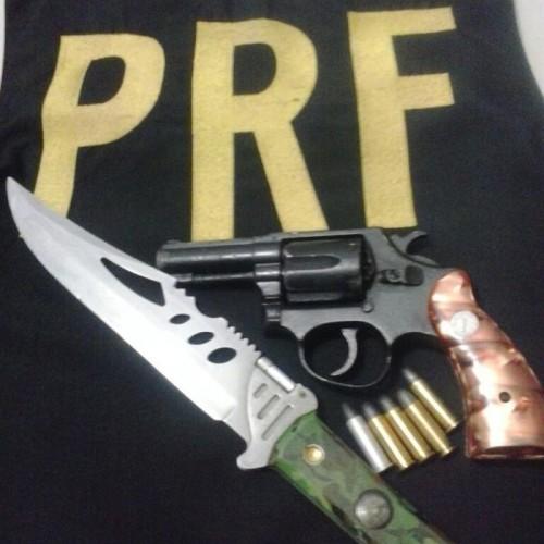PRF prende homem armado que tentou fugir da fiscalização em Picos