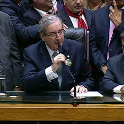 Eduardo Cunha é eleito presidente da Câmara em primeiro turno