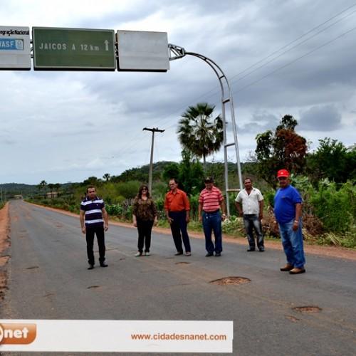 MASSAPÊ | Prefeita visita rodovia com engenheiro; obras começarão em breve