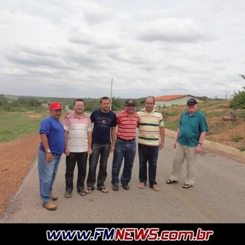 Engenheiro visita Francisco Macedo e vistoria trecho da PI 243 que pode romper
