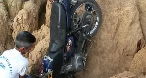 Jovem morre em acidente de moto próximo a cidade de Caridade do Piauí; fotos