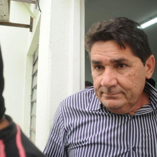 Câmara vai instalar CPI para cassar prefeito acusado de matar a esposa