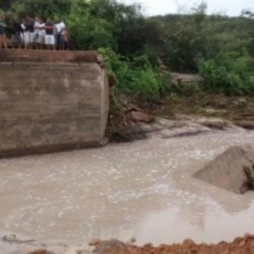 Forte chuva deixa moradores de município do Piauí ilhados; fotos