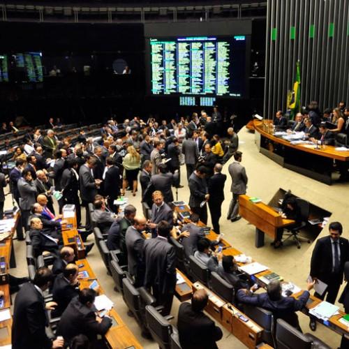 Deputados do Piauí seguem divididos na 2ª votação das terceirizações