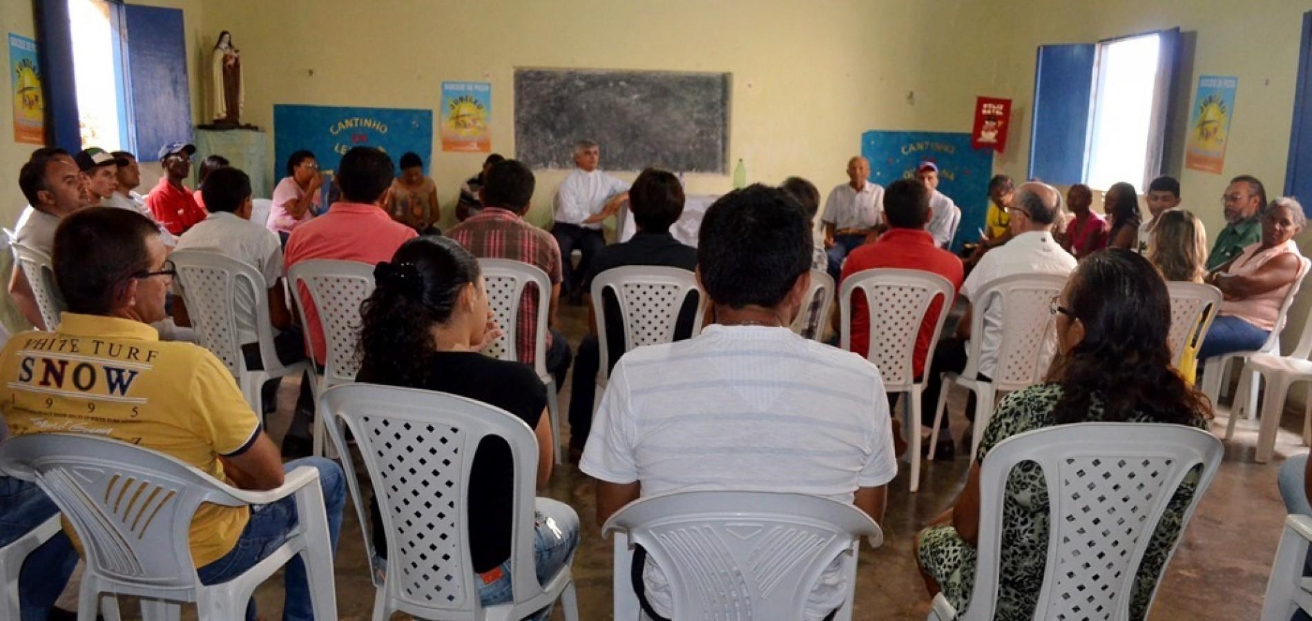 Bispo dom Plínio José se reúne com autoridades de Queimada Nova