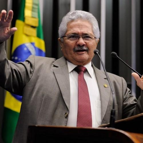 Elmano faz discurso e se posiciona contra o impeachment da presidente