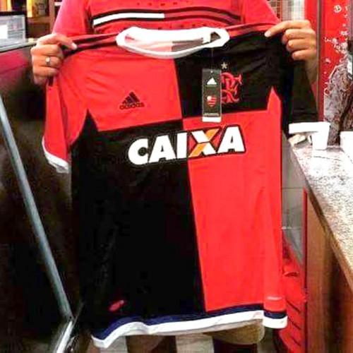 Nova terceira camisa do Flamengo vaza na internet