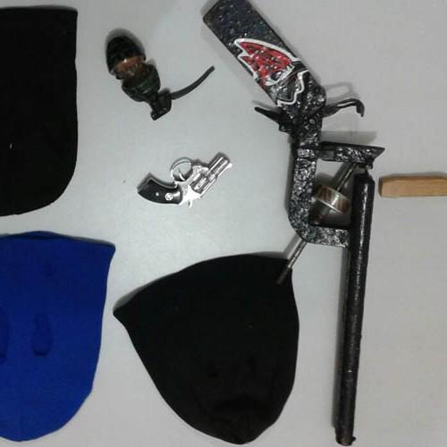 Polícia Civil encontra toucas ninjas durante prisão de suspeitos de roubos