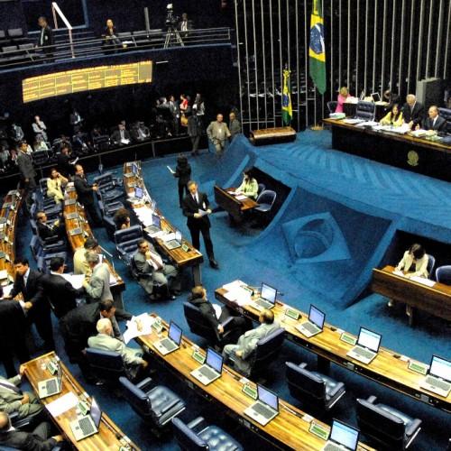 Senado aprova fim da doação de empresas em campanhas eleitorais