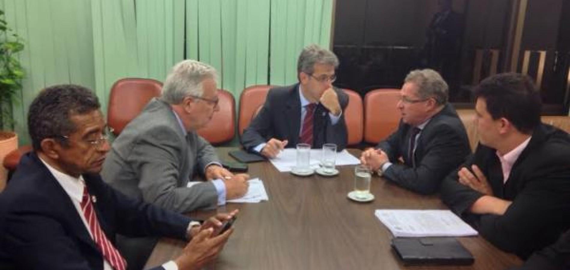 Assis Carvalho volta a cobrar recursos para ampliar rede hospitalar no Piauí