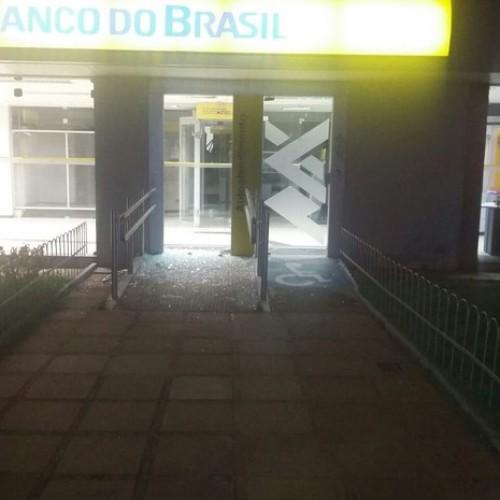 Quadrilha faz reféns e explode cofre do Banco do Brasil no interior do Piauí