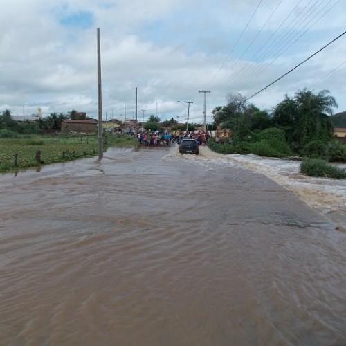 Rio Boa Vista registra cheia em Simões; veja imagens