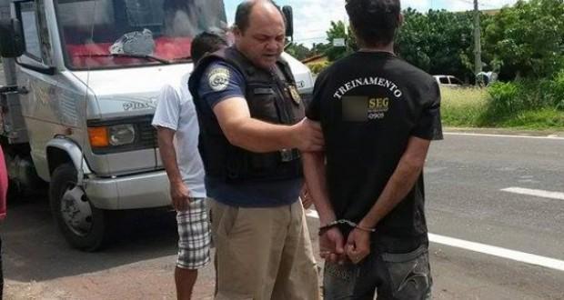 Homem é preso após fugir de abordagem e agredir agentes da PRF
