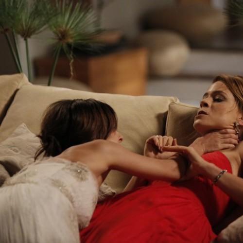 'Império': Clara e Cristina saem no tapa horas antes de casamento