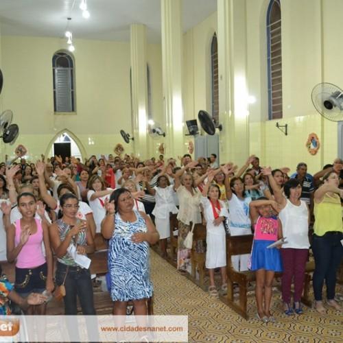 Missa do Sábado de aleluia é realizada na Igreja Matriz de Simões.