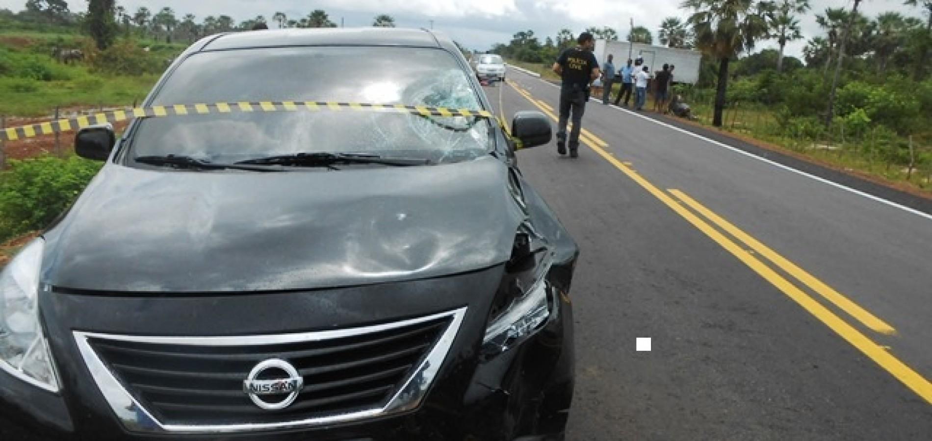 Carro de delegado colide com mulher em motocicleta e vítima morre