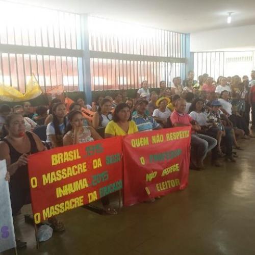 Professores de Inhuma realizam manifestação