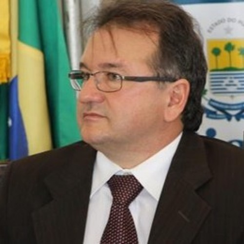 Merlong Solano diz que pressão do PT deve levá-lo a ficar em Brasília