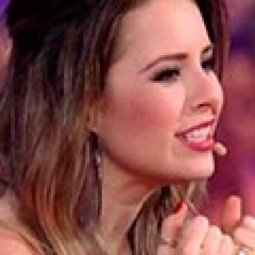 """Sem jeito nenhum para jurada, Sandy vira atração cômica do """"Superstar"""""""