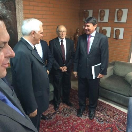 Wellington visita Assembleia e pede apoio de Themístocles para aprovar reforma administrativa