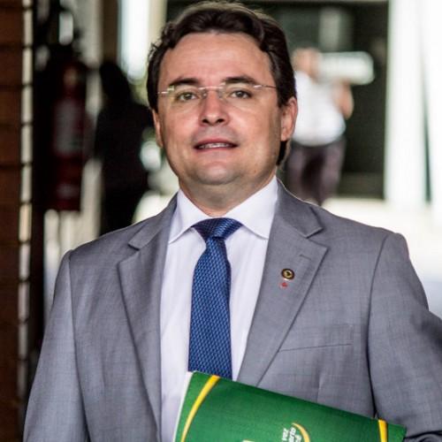 """Dilma exonera piauiense da direção do BNB e Novo desabafa: """"Não respeita o PI"""""""