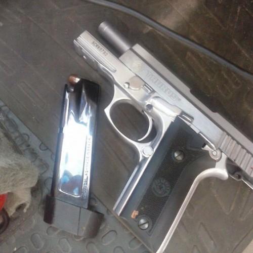 Bandidos derrubam policial militar da Rone e roubam pistola