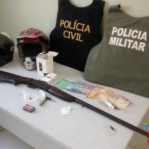 Polícia prende dupla após assalto a posto de combustível em Valença