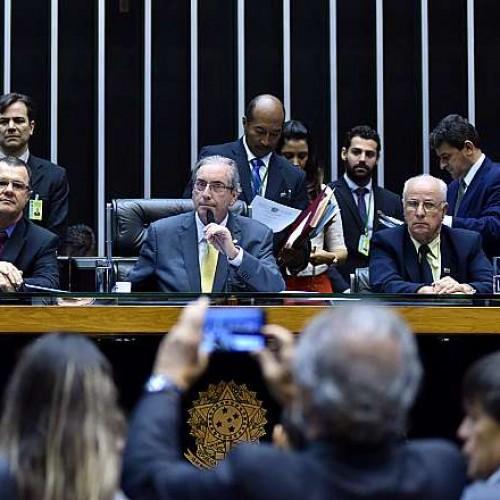 Deputados aprova fim da reeleição para presidente, governador e prefeito