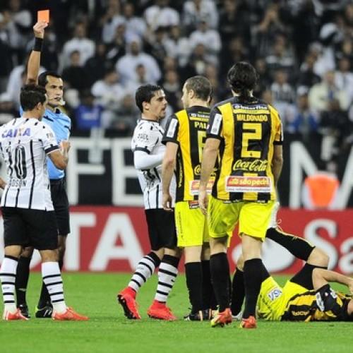 Corinthians perde pela segunda vez em Itaquera e cai na Libertadores