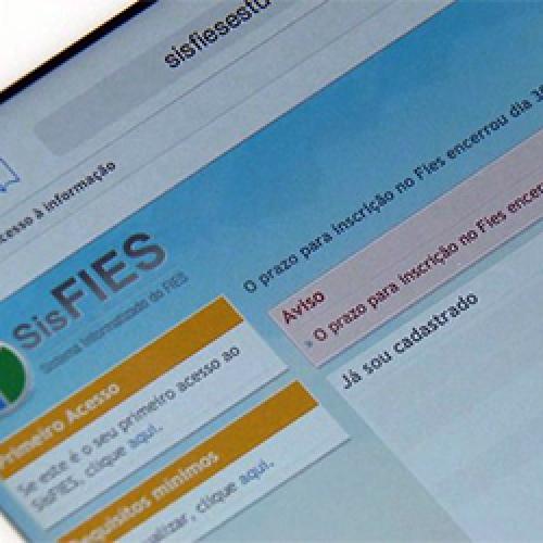MEC derruba a decisão que obrigava reabrir o Fies e calendário é mantido