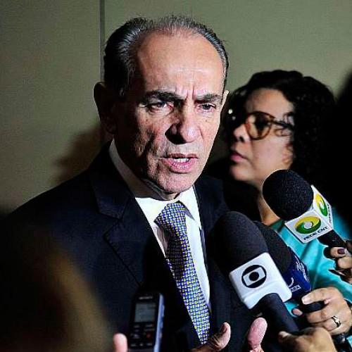 'Sexo é para amadores, gravidez é para profissionais', diz ministro Marcelo Castro