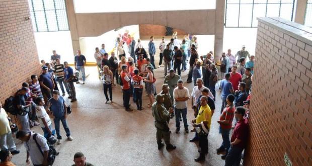 Policiais Militares ocupam presidência da Alepi e ameaçam paralisação geral no Piauí