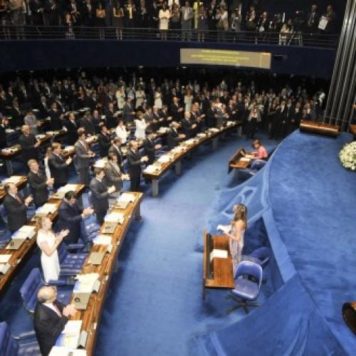 Senado decide manter líder petista preso;veja como votaram os piauienses