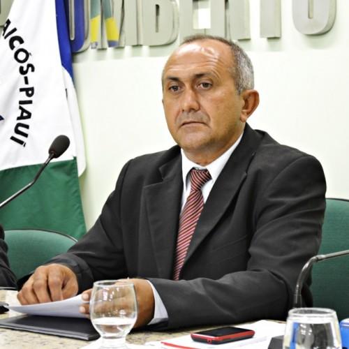 Vereador presidente da Câmara cobra água e energia para dois bairros em Jaicós