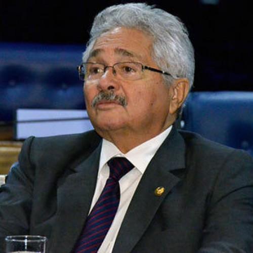 Elmano fala em perseguição política e abre mão de cargo no governo