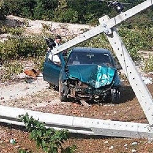 Motorista fica ferido após colidir em poste às margens de rodovia no PI