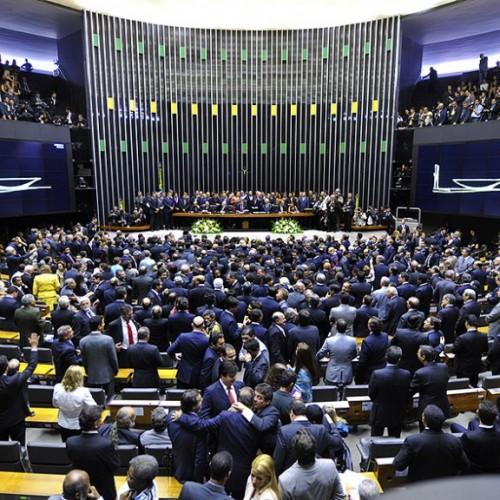 Câmara aprova todos os mandatos de 5 anos e mantém voto obrigatório