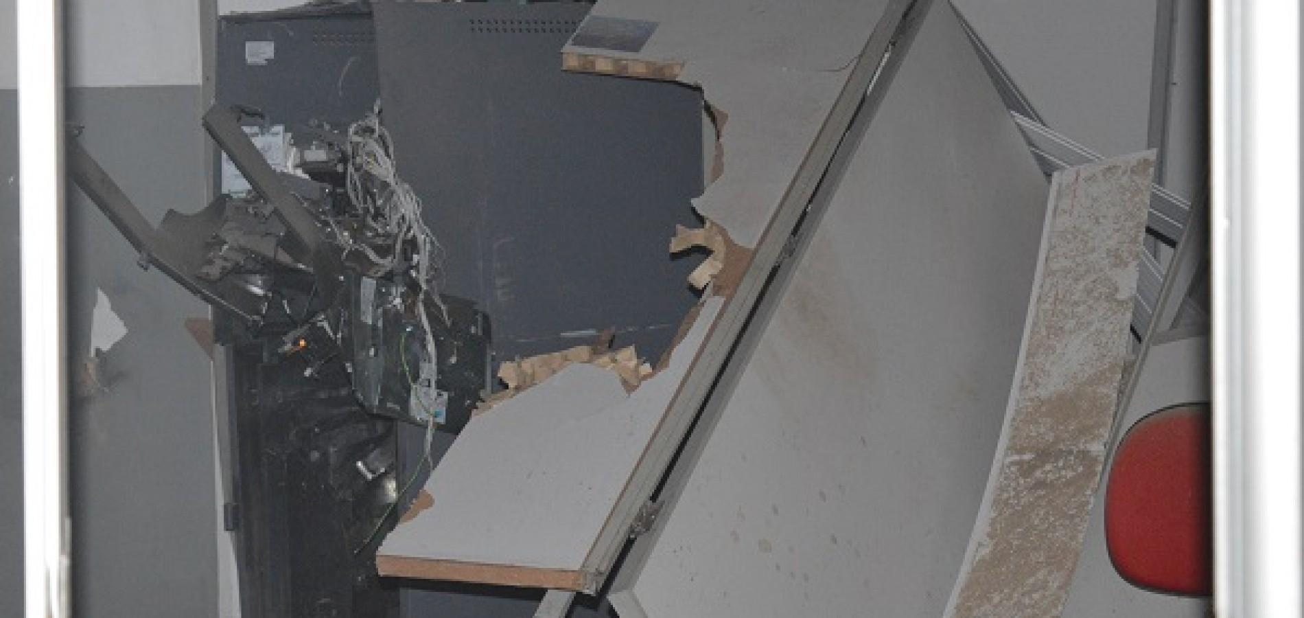 Bandidos explodem banco e casa lotérica no interior do Piauí