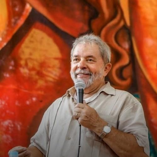 """""""Machucado sim, mas bem vivo"""", diz Lula sobre PT"""