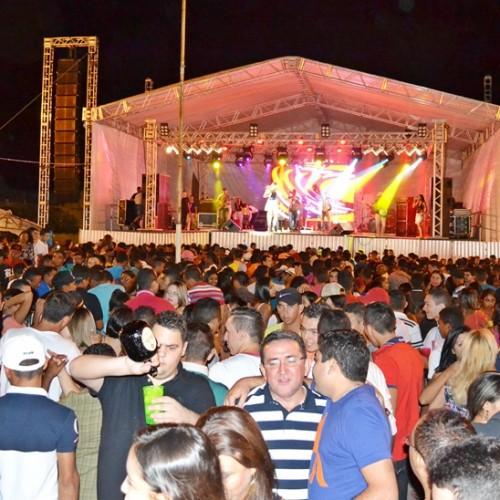 Shows em praça pública encerram os festejos de Padre Marcos; veja fotos
