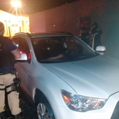 PRF troca tiros com bandidos, prende um e recupera carro roubado no Sul do PI