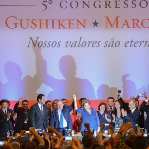 Ao lado de governadores, Lula diz que PT está vivo e de cabeça erguida
