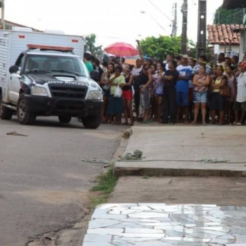 VIOLÊNCIA | Assaltante é amarrado em poste e espancado até a morte por pedestres; fotos