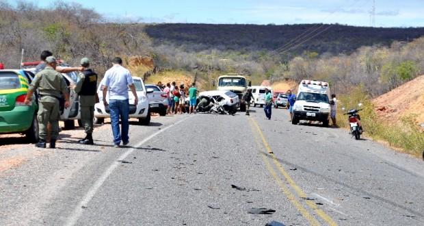 Grave acidente com pipa e carro deixa um morto na PI 243; fotos