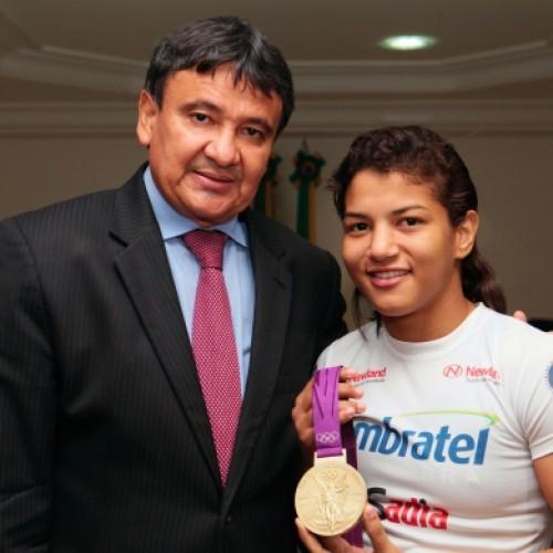 Governador garante Centro de Lutas e patrocínio a Sarah Menezes